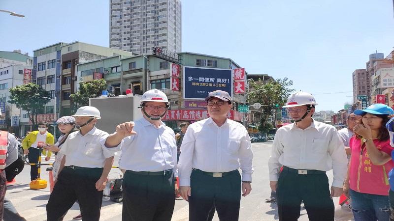 李四川視察自立路橋拆除工程進度 宣布提前通車