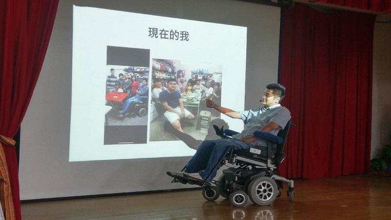 生命鬥士張賀森分享奮鬥歷程 期勉身障學員面對恐懼勇敢挑戰