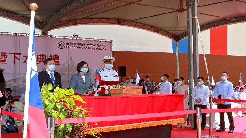 海軍新型兩棲船塢運輸艦命名暨下水典禮 總統命名「玉山軍艦」