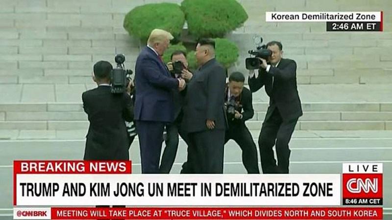 美國首位踏入北朝鮮領土總統 川普與金正恩握手