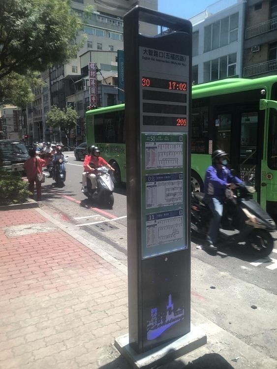 交通局建置智慧型站牌 紅色招呼燈讓你等車不用再招手