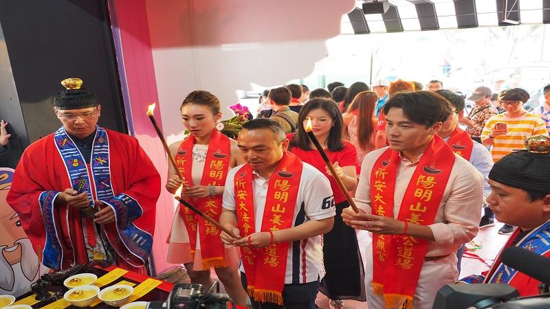 高雄姜太公道場開幕 力挺韓總愛情產業鏈