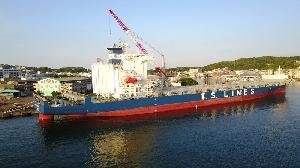 台船為德翔海運公司進行 貨櫃輪加裝脫硫器工程