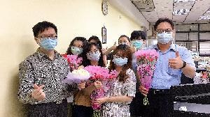 高雄區監理所慶祝母親節 贈「花椰菜」表心意