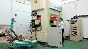 金屬中心料帶式精微成形系統產線 助精微產業展實力
