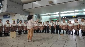 高鐵左營站歡慶母親節 校園合唱團美聲謝感恩